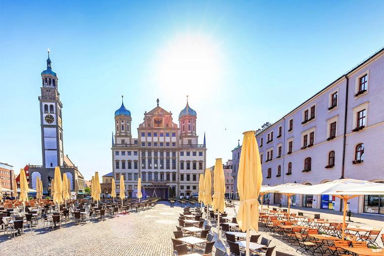 Marktplatz einer italienischen Stadt